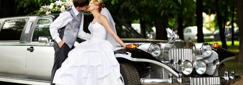 Rent a limousine with a driver for a wedding. Moscow